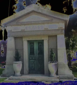 Hollywood Forever Cemetery: Grass Mausoleum