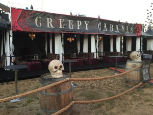 queen-mary-dark-harbor-2015-creepy-cabanas