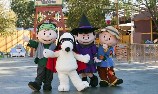 knotts-spooky-farm-peanuts-gang-in-camp-spooky