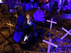 coffinwood-cemetery-2016-ghoul-coming-out-of-coffin