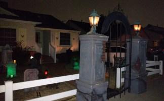 Van Oaks Cemetery Gate (photo by Warren So)