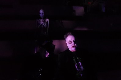 casa-creepy-scare-actor