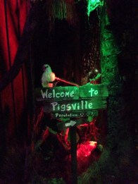 rotten-apple-2016-welcome-to-pigsville-sign