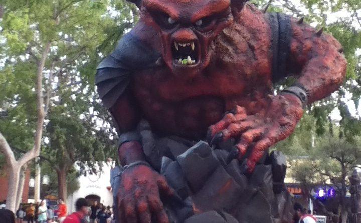 Six Flags Magic Mountain Fright Fest 2017 Demon's Door