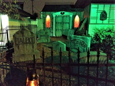 Haunted Rose 2017 grave stones and entrance