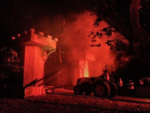 Los Angeles Haunted Hayride 2017 Review tractor entering gate