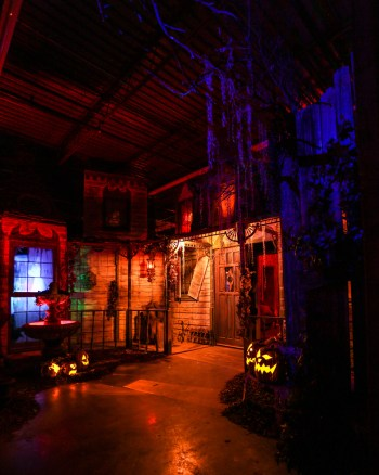 Reign of Terror Haunted House: Victorian Mansion facade