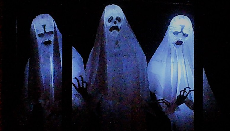 Spooky Saloma 2018 window ghosts
