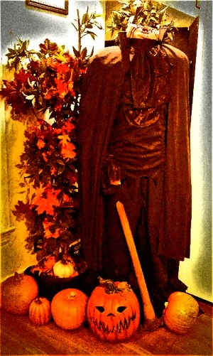 SugarMynt Strange & Unusual Headless Horseman figure 3