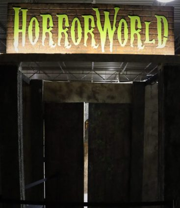 HorrorWorld Chainsaw Massacre maze entrance1
