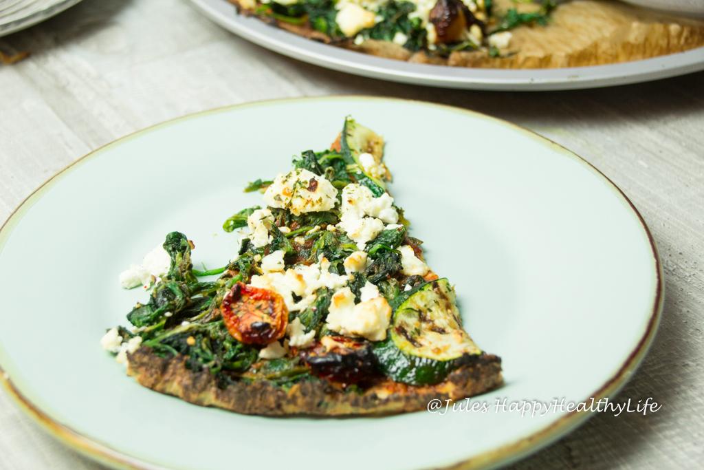 Stück perfekte Pizza aus Blumenkohl glutenfrei