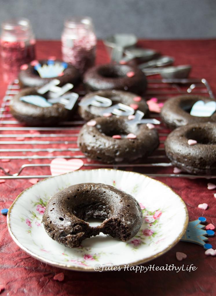 Gebackene Schoko Donuts sind kalorienarmer als frittierte Donuts - Glutenfreies Rezept
