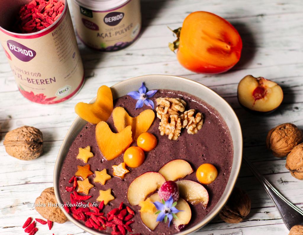 Vegane Acai Bowl mit Maca und Goji Berries - Gesundes Frühstück