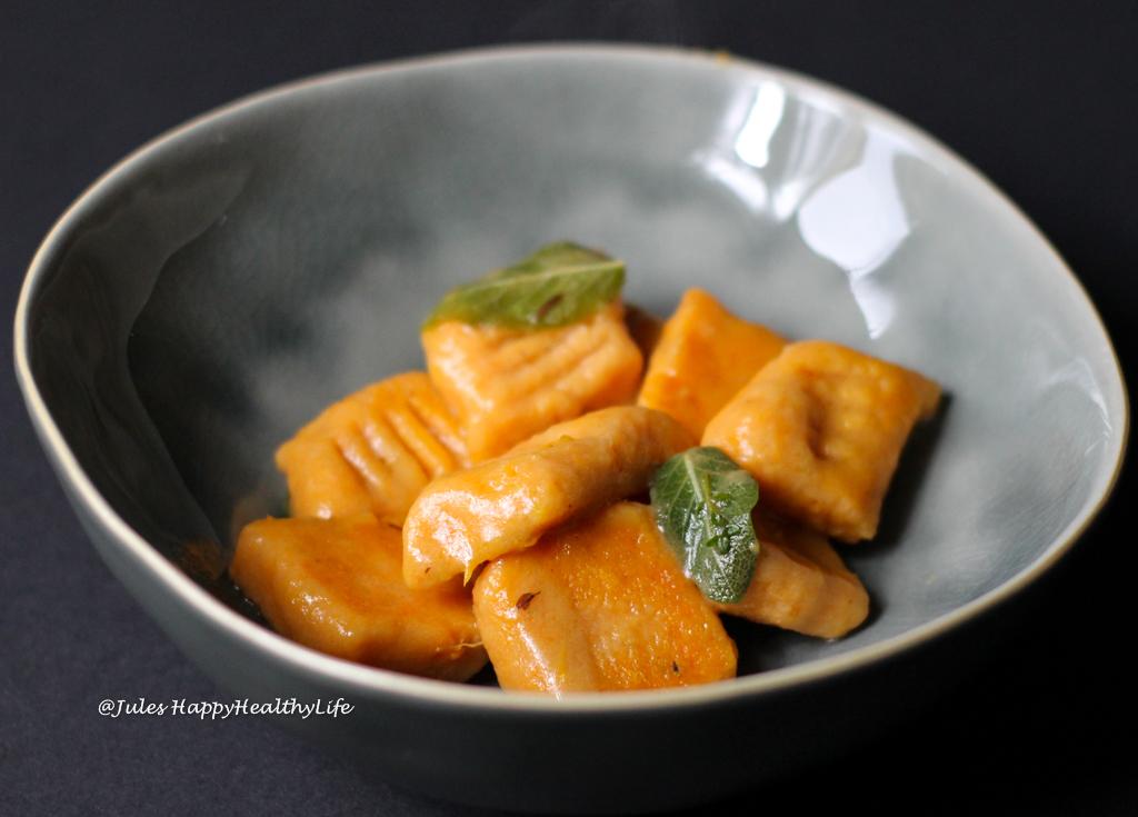 glutenfreie Pasta Hauptgericht - Süsskartoffel Gnocchi mit Salbeibutter