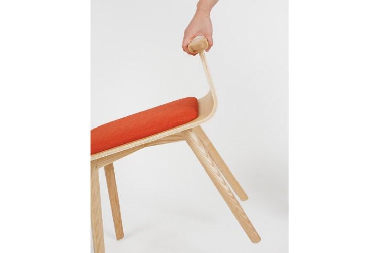 椅子扶手表面輪廓圓滑握起來柔和舒適