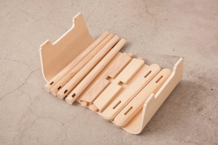 搖籃的曲木板設計,讓使用者彷彿置身於溫柔的懷抱。我們的目標不只是座椅,而是一張令人產生安心信賴感,且可以依靠的椅子。