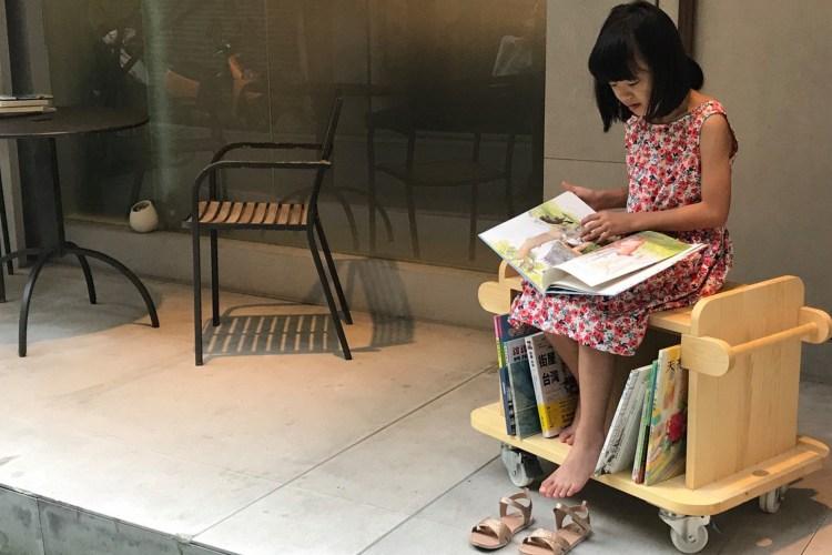 移動式書櫃,走到哪看到哪