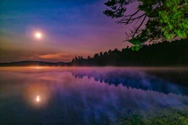 Newark FUMC Moon over Lake photo by Talbot