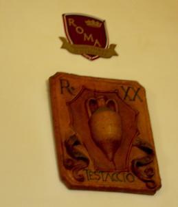 The amphora, the neighborhood symbol.