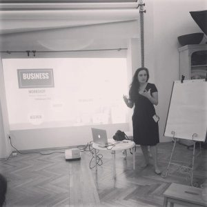 Carmen Bergman presenting best practices for Business for photographers
