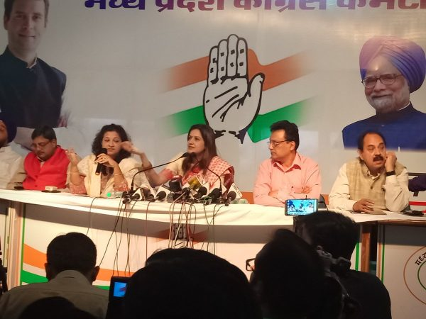 priyanka chaturvedi with shobha soja holding press confress in bhopal