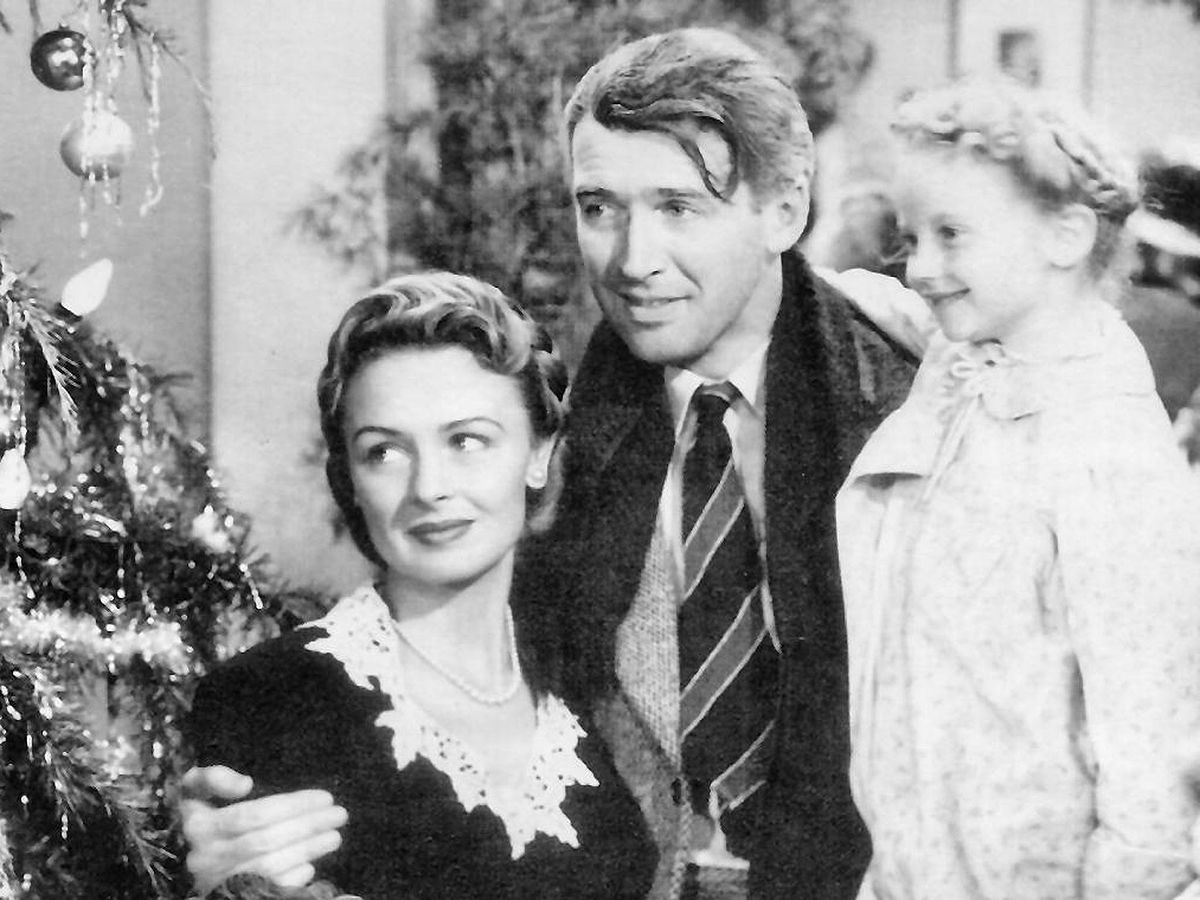 """George Bailey (James Stewart), Mary Bailey (Donna Reed), and their youngest daughter Zuzu (Karolyn Grimes) in """"It's A Wonderful Life"""""""