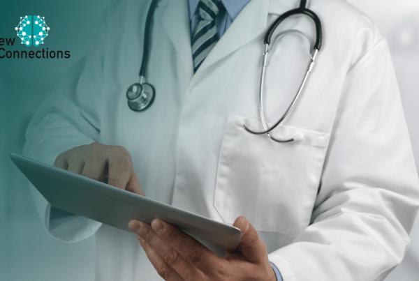 Médico com Tablet