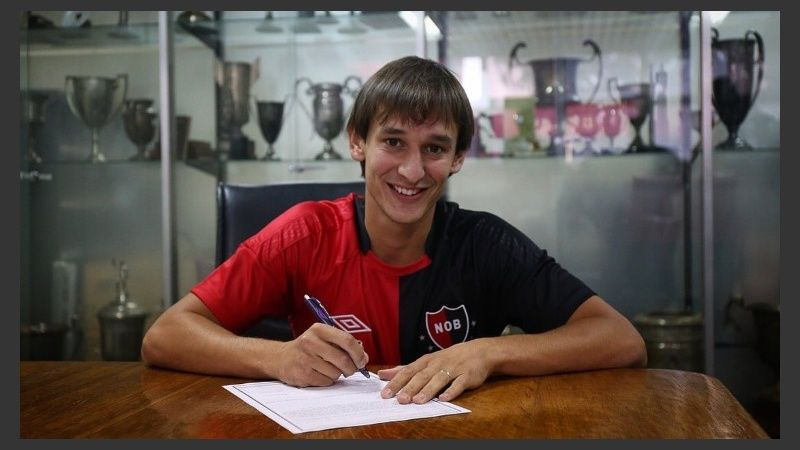 Mariano Bíttolo signs a new deal at Newell's until 2023