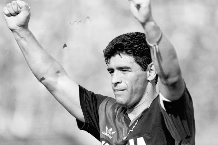 Newell's Old Boys pay tribute to former player Diego Maradona