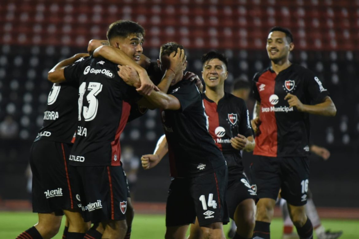 Newell's 2-0 Patronato: La Lepra's defence unflappable as Scocco reminds El Mono what he can do