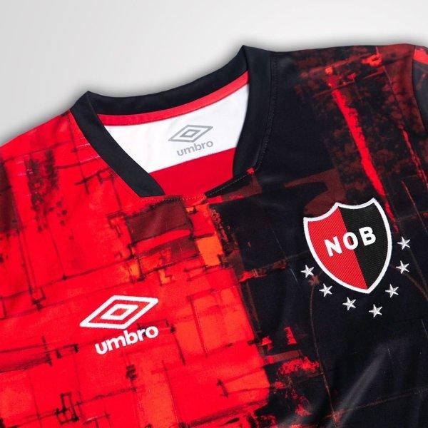 The collar of the Newell's Old Boys Maradona tribute shirt