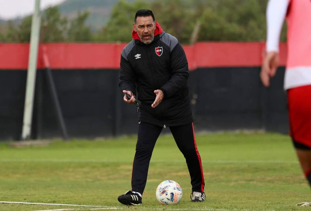 Fernando Gamboa sacked as manager of Newell's Old Boys