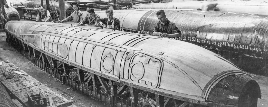 de Havilland Mosquito aircraft production with marine plywood