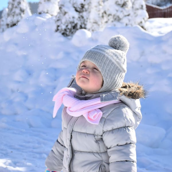 New England weather in one day can be mild and then cold & bitter the next. Learn how to dress in New England during the winter. Wearing a hat and a scarf will help keep you and your kids warm.