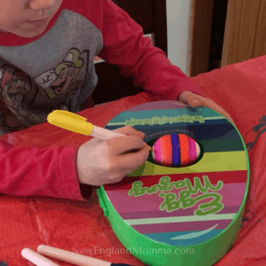 The Easter tradition of dying eggs can get messy! Then I came across this decorating kit! #eastereggs #eggdecoratingkit #Easter #Egg #EggKit #DecoratingEggs