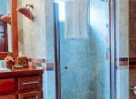 luxury-condo-belize-bathroom1-770x386
