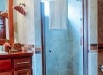luxury-condo-belize-bathroom1-770x386