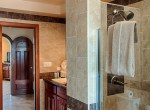 luxury-condo-belize-bathroom2-770x386