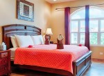 luxury-condo-belize-bedroom5-770x386