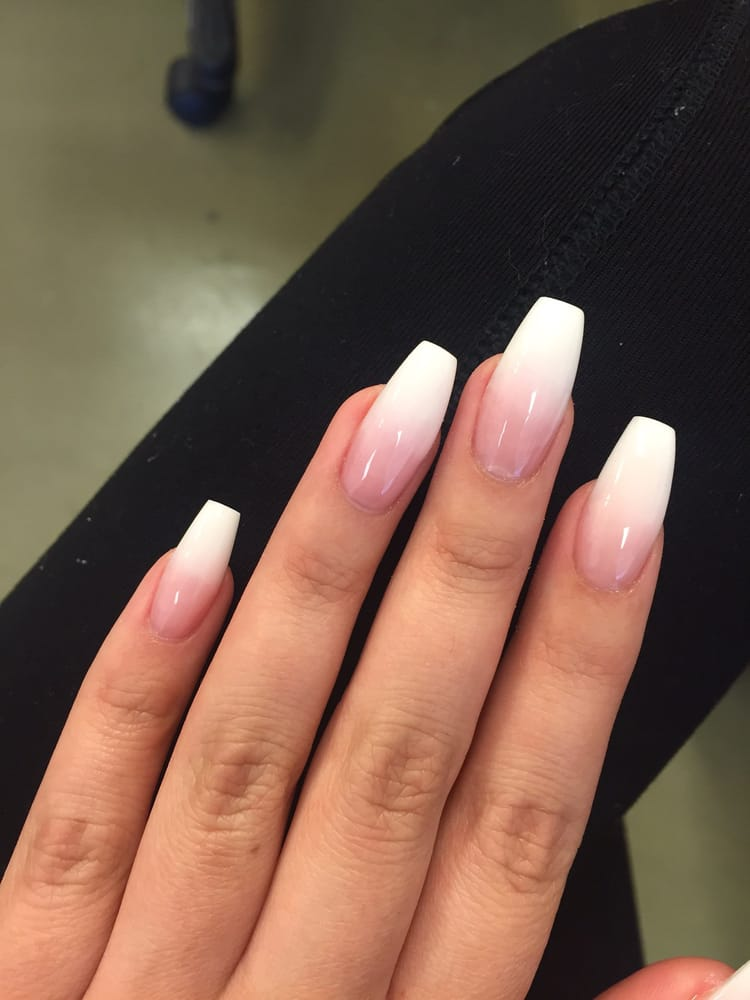 Ombre Pink And White : ombre, white, Coffin, Ombre, White, Manicure, Trends