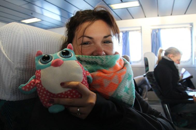 Pendant la traversée en bateau avec Polly