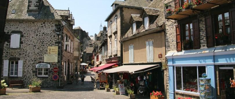 Salers, ville du Cantal célèbre pour ses vaches et son fromages