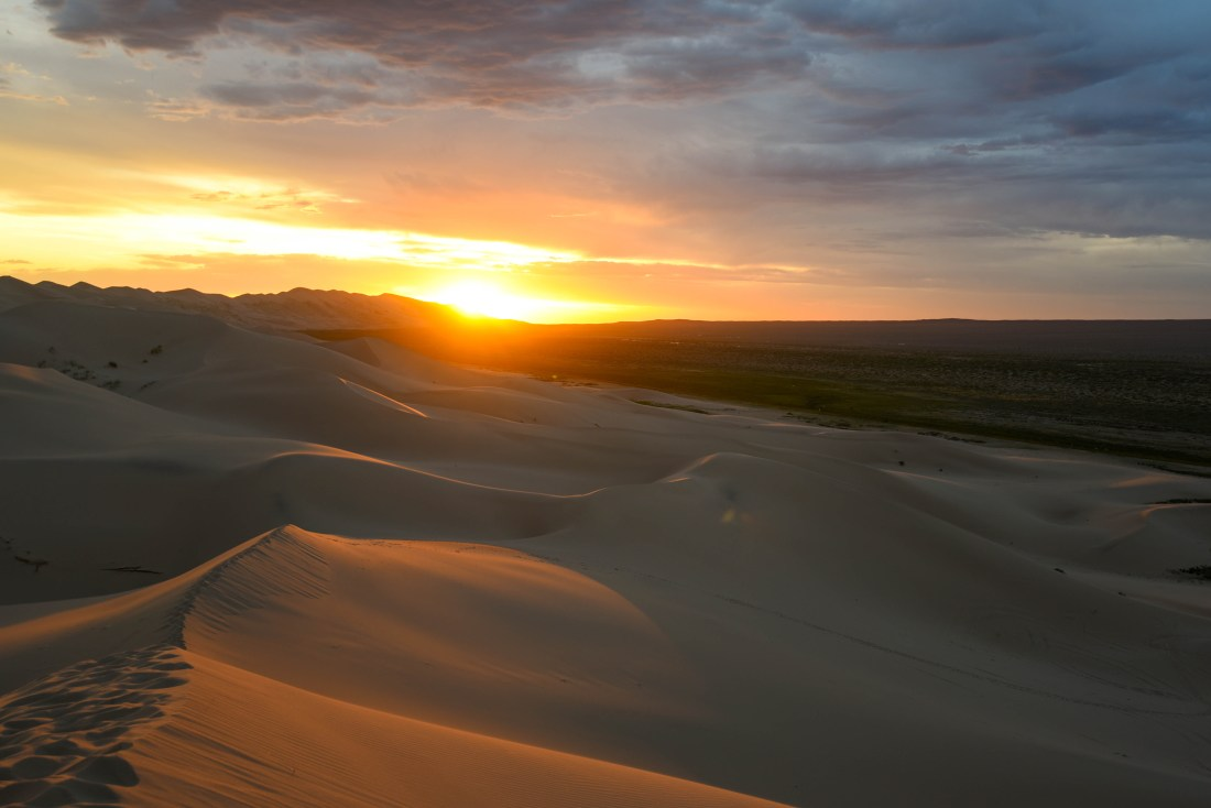 coucher de soleil dans les dunes de sables