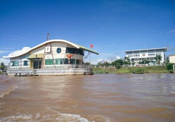 Le poste de frontière côté Vietnam @neweyes