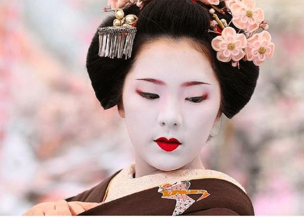 Điểm qua các bí quyết làm đẹp từ các nàng geisha