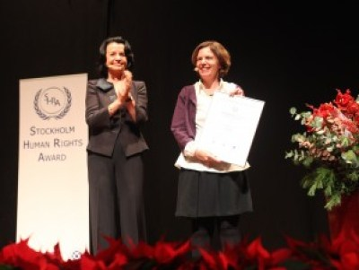 Jessica Montell receiving a diploma from Anne Ramberg, Secretary General at the Swedish Bar Association.