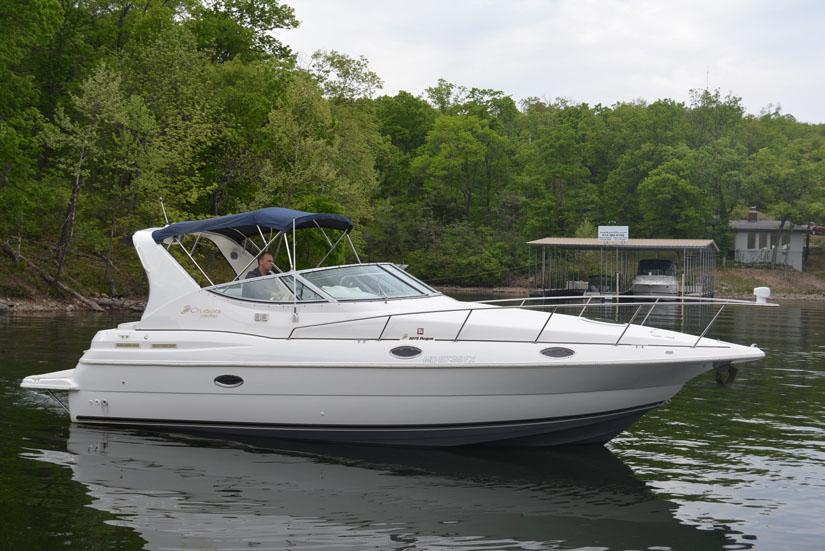 1999 Cruisers Yachts 3075 Express Power Boat For Sale