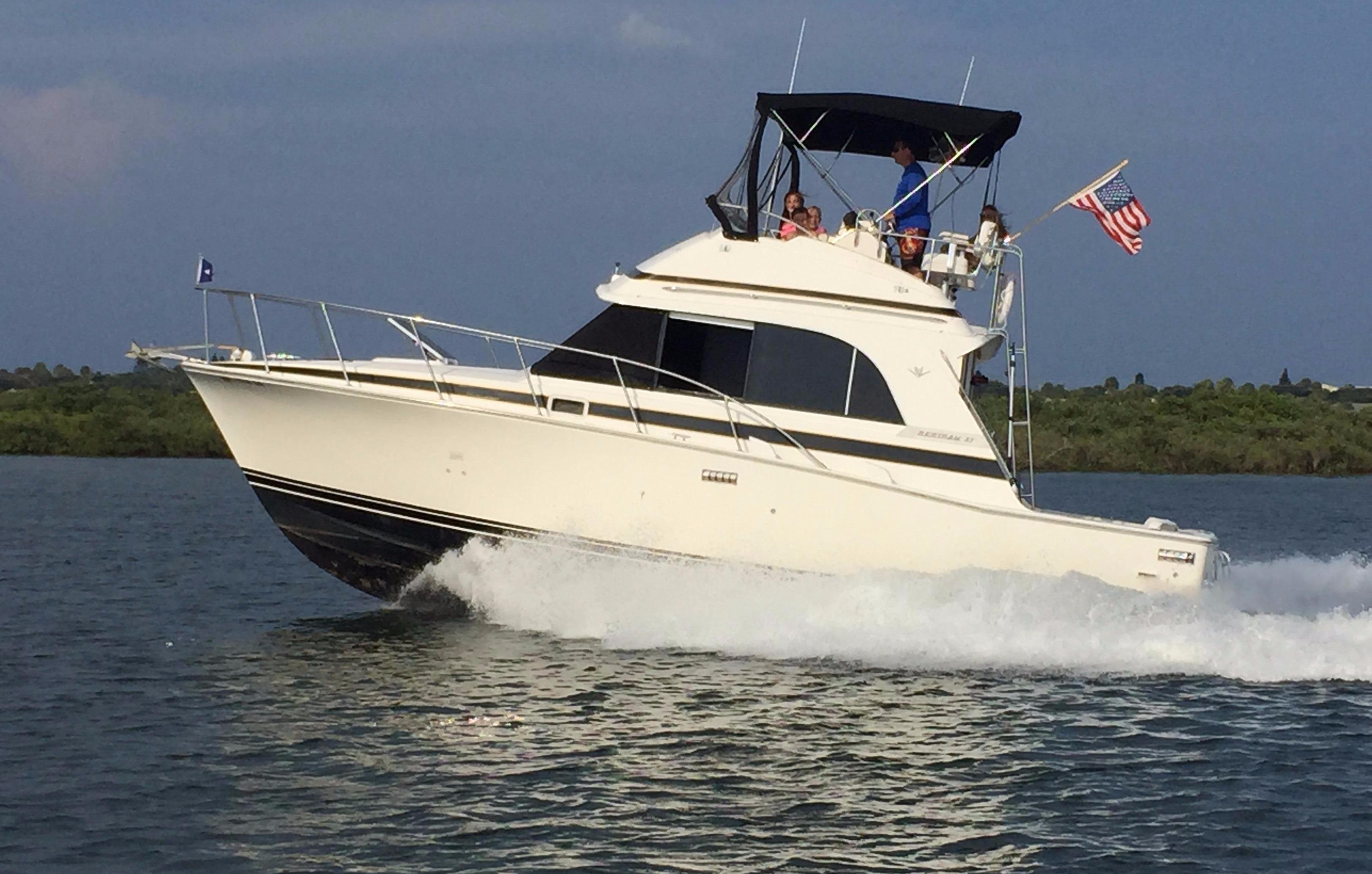 1987 Bertram 33 Flybridge Cruiser Power Boat For Sale