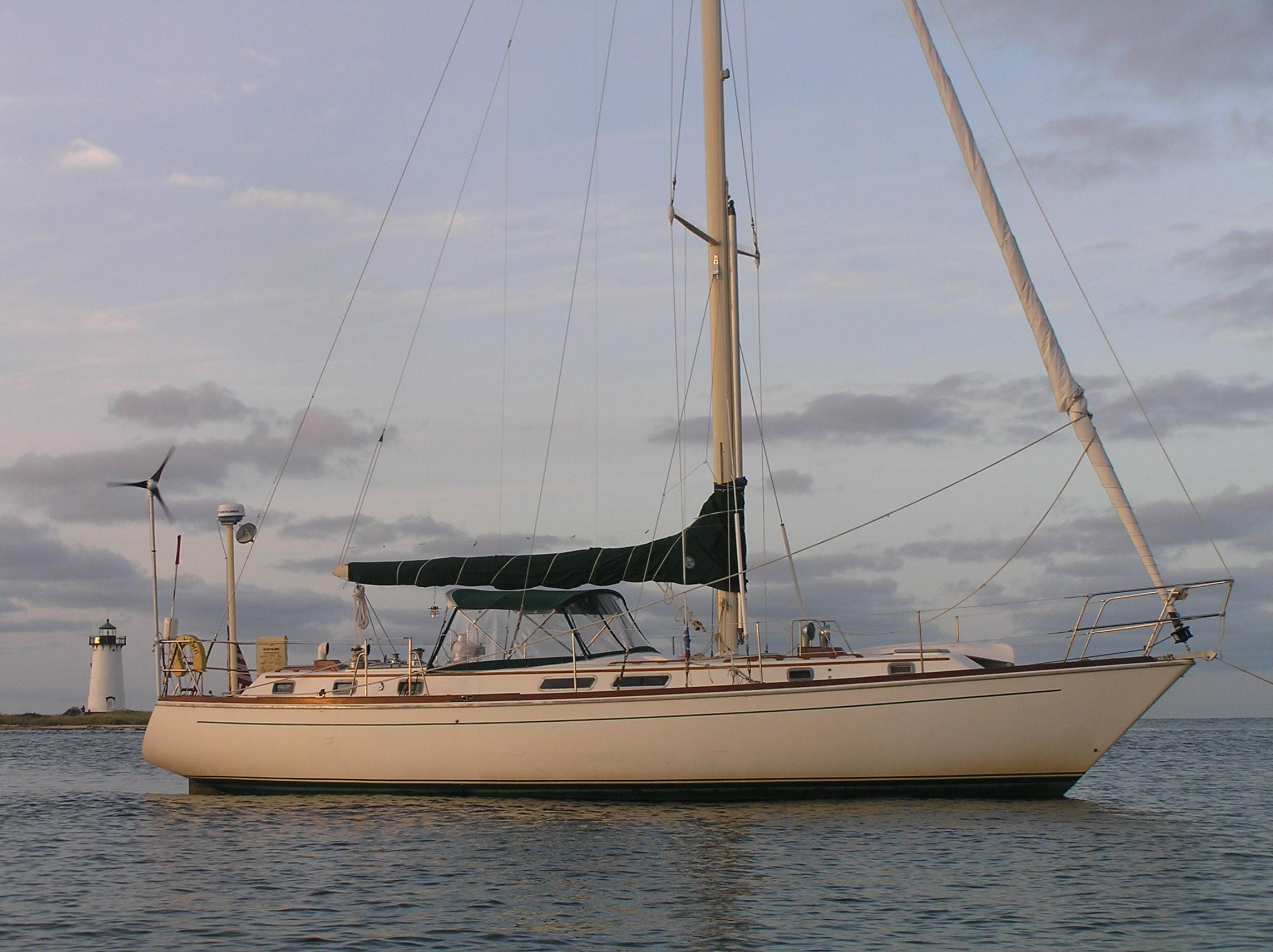 1982 Gulfstar 44 Center Cockpit Sloop Sail Boat For Sale