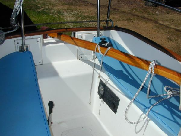 Photo of 19' Menger gaff-rigged Catboat